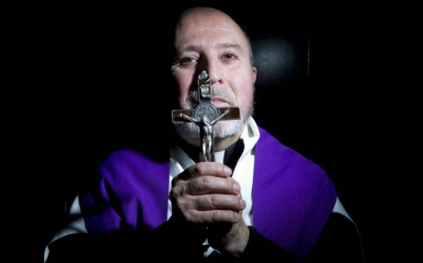 Un sacerdote especialista en exorcismo