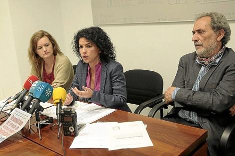 Maribel Mora, María José González Rodríguez y José Chamizo.   E. Lobato