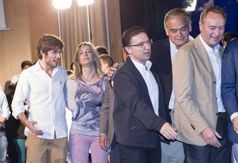 Sólo el presidente de NNGG habla con Castedo sobre el escenario. | Vicent Bosch