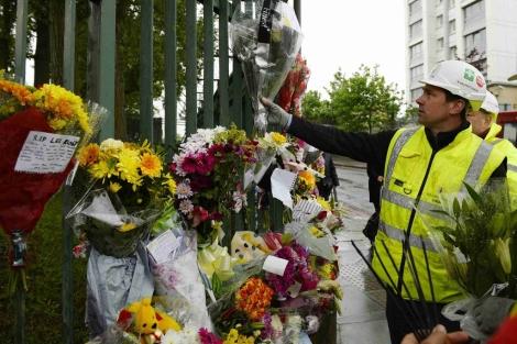 Tributo al militar asesinado, Lee Rigby, en el lugar donde ocurrió el suceso. | Reuters