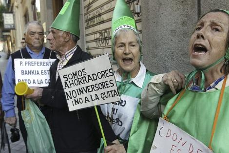 Protestas de dlientes de Bankia con participaciones preferentes
