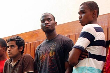 Michael Adebolajo, en el centro, fotografiado en 2003. | Afp