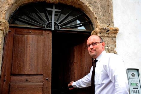 El sacerdote francés Pascal Vesin, excomulgado por pertenecer a la masonería. | Afp