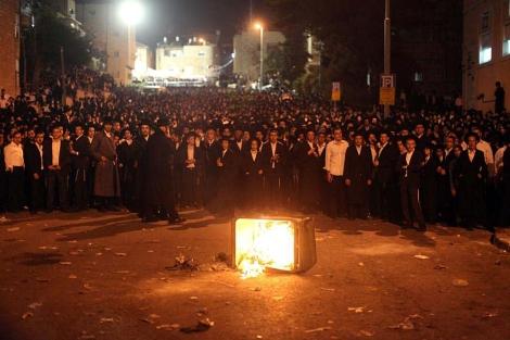 Judíos ultraortodoxos protestan en Jerusalén por la propuesta de ley. | Efe