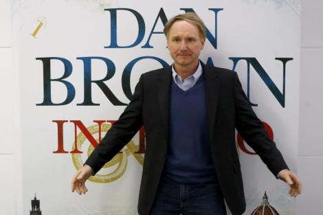 El escritor Dan Brown posa durante la presentación de 'Inferno' en la BNE. | Efe