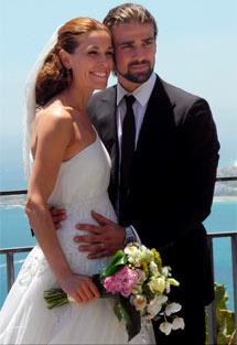 Raquel y Mario, en su boda.   Efe
