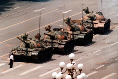 'El hombre del tanque', retratado por Jeff Widener para Associated Press.