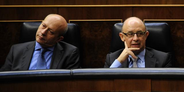 Los ministros Wert y Montoro, en el Congreso. | Bernardo Díaz