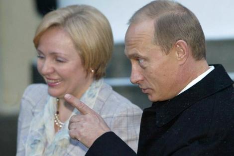 Putin, con su hasta ahora esposa.   Efe VEA MÁS IMÁGENES