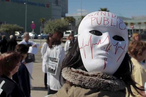Protesta ante el Hospital Infanta Reina Sofía. | Antonio Heredia