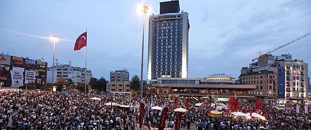 Plaza Taksim en Estambul.   Efe