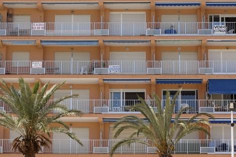 Fachada de un edificio de viviendas turísticas en Cullera. | Vicent Bosch