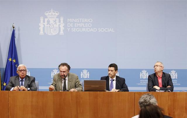 Los expertos en la presentación del informe. | Sergio González