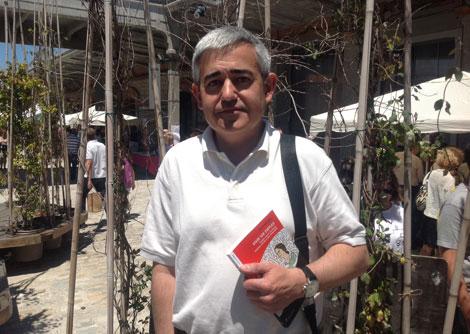 Julio Gisbert, autor de 'Vivir sin empleo', en Matadero Madrid. | C. F.