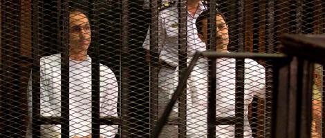 Gamal y Alaa Mubarak, hijos del ex prsidente, en el juicio. | Afp