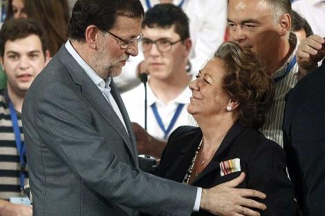 Mariano Rajoy, con Rita Barberá. | Foto: Efe / D. Castelló.