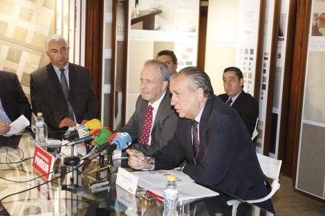 Fernando Roig rodeado de su equipo directivo, este miércoles. | J. Martí