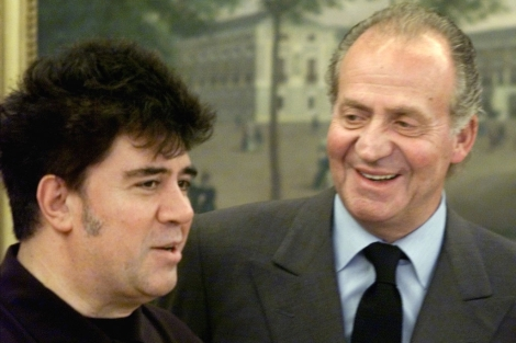 El Rey y Pedro Almodóvar, en 2000, tras el Oscar de 'Todo sobre mi madre'.