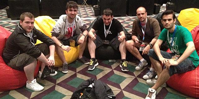Fernando Monzón y los chicos de Kabuki haciéndose pasar por periodistas en el E3.