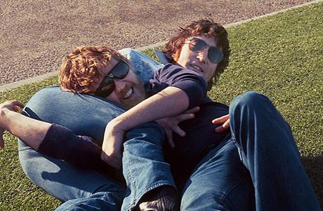 Lennon juega con su amigo/enemigo Harry Nilsson. | JR