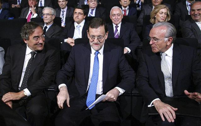 El presidente del Gobierno, Mariano Rajoy (c), que clausura la asamblea general de CEOE. | Efe
