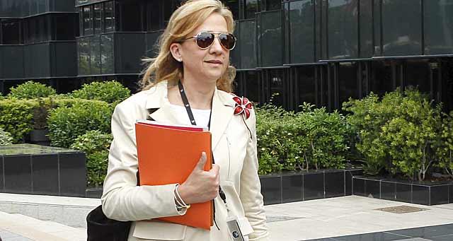 La Infanta Cristina, a su salida del trabajo en La Caixa. | Jordi Soteras