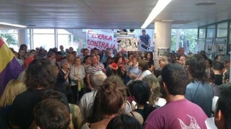 Encierro en el centro Federica Montseny antes de la irrupción de la Policía. | @ Ana López Wein