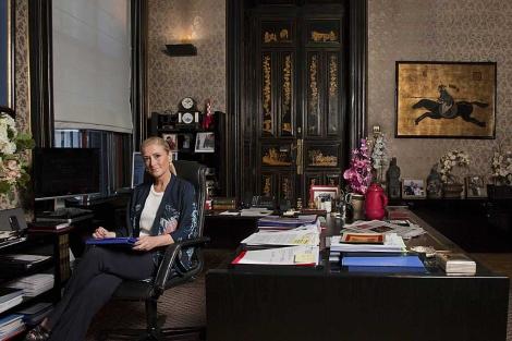 Cristina Cifuentes, en su despacho de la Delegación del Gobierno en Madrid.   Telva