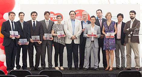 La foto de familia de los premiados en el evento de la AEFJ.