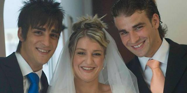 Emanuela Biondo entre sus dos hermanos ( Mario a la dcha.) el día de su boda | Facebook