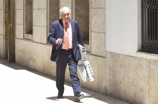 Rafael Blasco abandona este lunes las Cortes con archivos de su despacho. | Benito Pajares