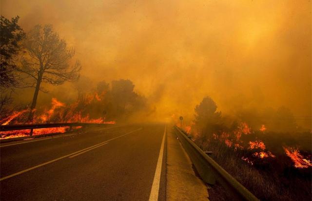 Incendio forestal en Yátova, en la provincia de Valencia, el pasado verano. | Afp