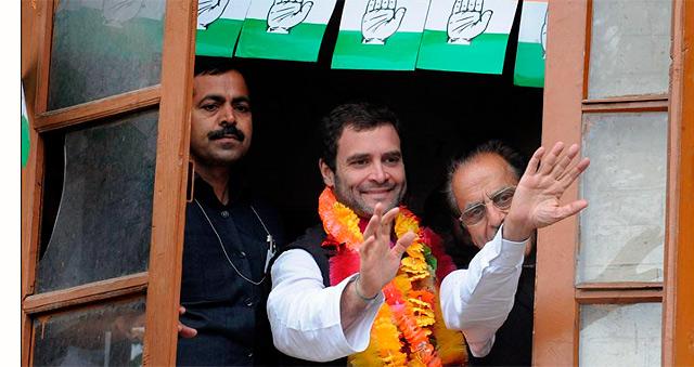 Rahul Gandhi, en el centro de la imagen.   Afp