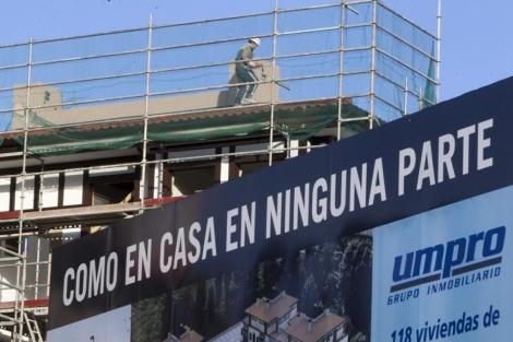 Imagen de archivo de un bloque de pisos en construcción.   ELMUNDO.es