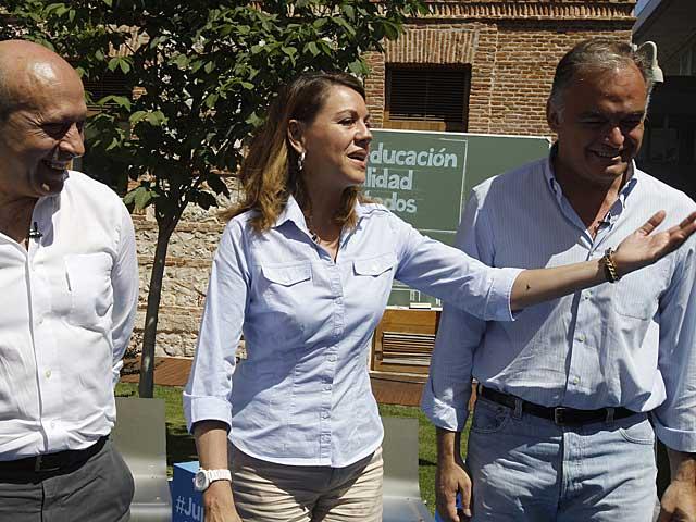Cospedal, en Alcalá de Henares con Wert y González Pons.   Kiko Huesca / Efe