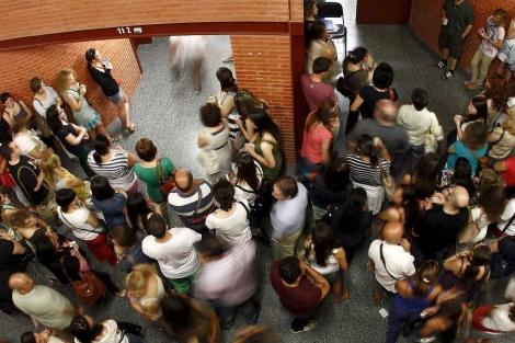 Cientos de personas se han presentado a los exámenes de las oposiciones. | José Cuéllar