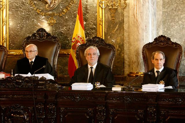 La Sala de lo Penal del Tribunal Supremo, presidido por Carlos Granados (izda). | Carlos Barajas