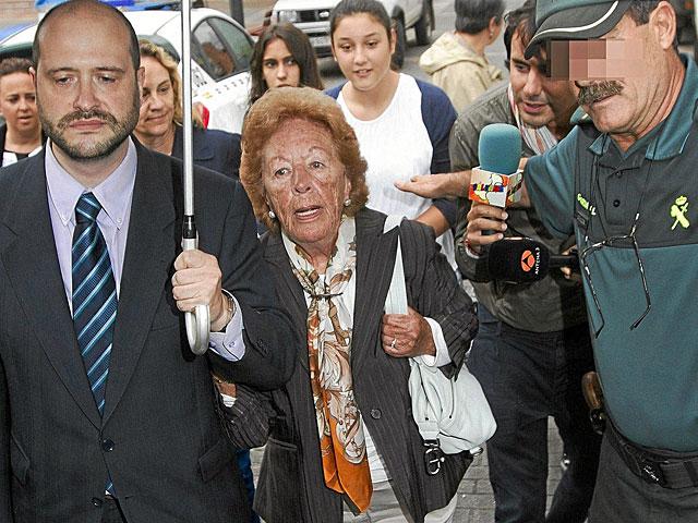 La abuela paterna de Letizia Ortiz, Menchu Álvarez, a su llegada a los juzgados.   Alberto Morante / Efe