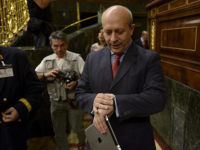 El ministro de Educación, José Ignacio Wert, en el pleno del Congreso. | Bernardo Díaz
