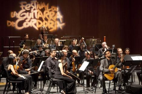 Javier Riba y la Orquesta de Cordoba, en la apertura del festival. | M. Cubero