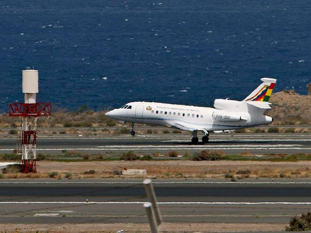El avión de Evo Morales, durante la escala que ha realizado en Gran Canaria. | Efe