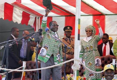 Mugabe, durante su intervención. | Efe