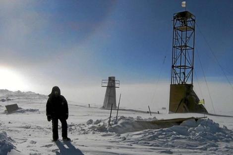 Un científico en labase del lago Vostok en la Antártida. | Reuters