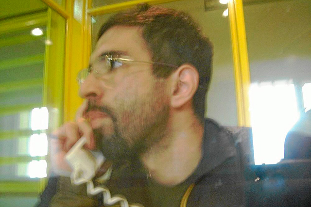 Jamal Zougam, el único condenado por el 11-M, en la sala de comunicaciones de la prisión de Villena, en 2011. | EL MUNDO