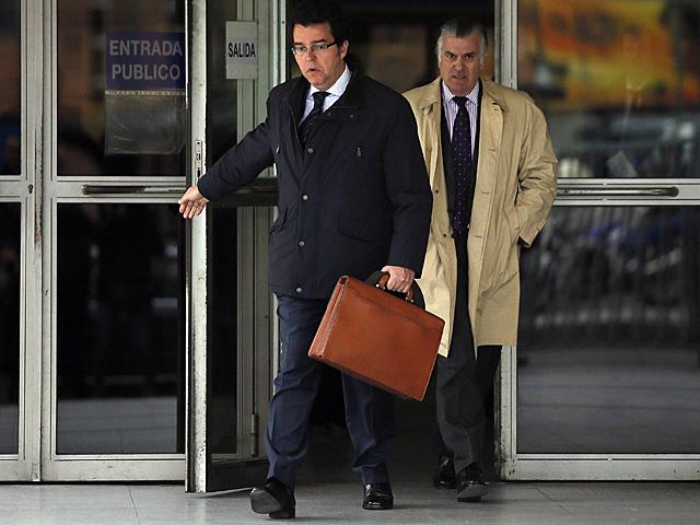 El ex tesorero del PP, Luis Bárcenas junto a su abogado Alfonso Trallero. | Javier Barbancho