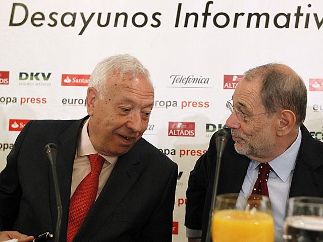 El ministro Margallo junto a Javier Solana, en el acto celebrado este martes. | Zipi