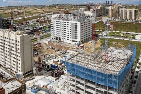 Fotografía recietne de las obras en el nuevo barrio del distrito de Hortaleza. | E. M.