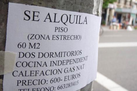 Anuncio de un piso en alquiler en el madrileño barrio de Tetuán.   J. F. L.