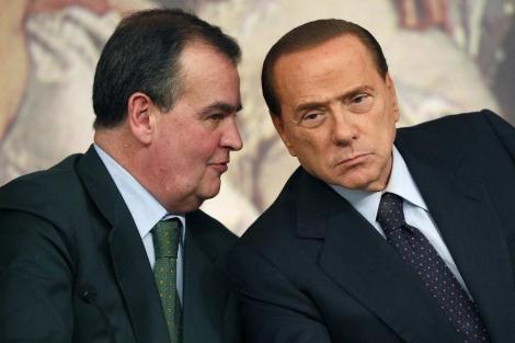 Roberto Calderoli y Silvio Berlusconi, en una foto de archivo. | Reuters