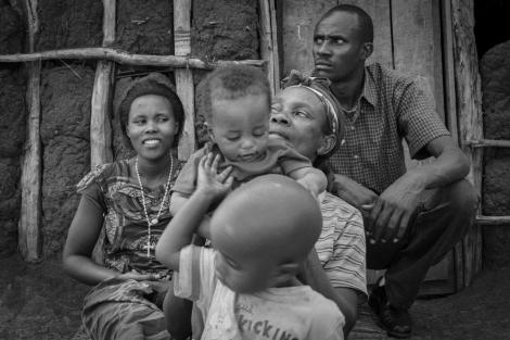 La familia de Donata y Alfred al completo, con sus dos hijos.   Raquel Villaécija  MÁS FOTOS